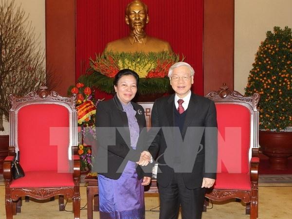 阮富仲总书记会见老挝人民革命党中央委员会总书记特使 hinh anh 1