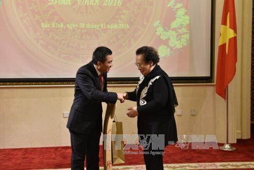 越南驻中国大使馆举行2016年迎春招待会 hinh anh 1