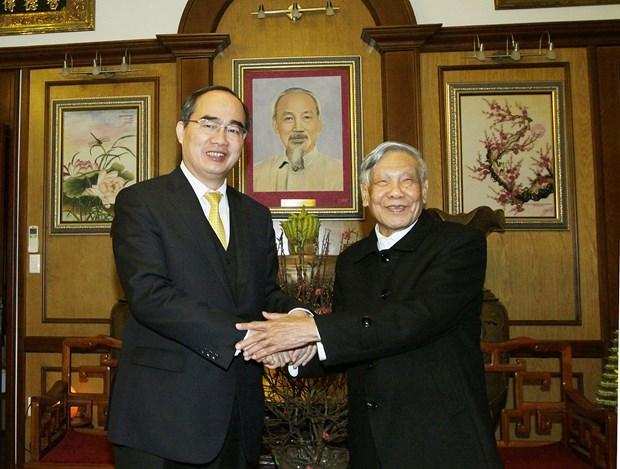 越南祖国阵线中央委员会主席阮善仁向越南党和国家原领导人拜年 hinh anh 2