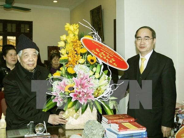 越南祖国阵线中央委员会主席阮善仁向越南党和国家原领导人拜年 hinh anh 1