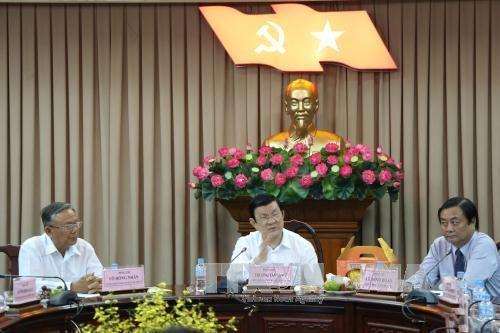 张晋创主席向隆安、同塔省党部、政府和人民拜年 hinh anh 4
