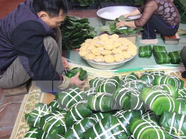 """粽子与""""冲年喜""""等是越南人过年必不可少的贡品和习俗 hinh anh 1"""