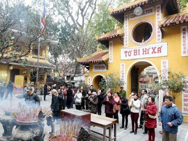 首都河内著名寺院及越南人春节去寺院拜佛的美俗 hinh anh 2