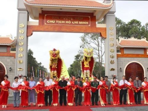 金瓯省胡志明主席纪念区吸引众多游客参观游览 hinh anh 1