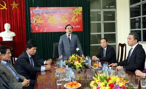 河内市委书记黄忠海视察春节后春运服务工作 hinh anh 1