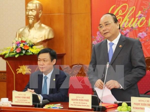 越南政府副总理阮春福探访越共中央经济部 hinh anh 1