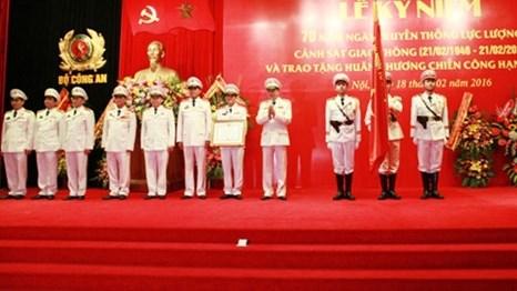 越南公安部举行交警、追捕罪犯警察力量传统日70周年纪念活动 hinh anh 1