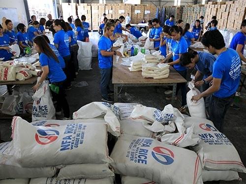 2015年菲律宾海外劳工向国内汇款285亿美元创下了新记录 hinh anh 1