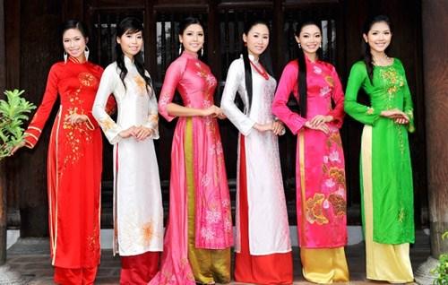 庆祝国际妇女节的越南传统服装秀将在河内举行 hinh anh 1