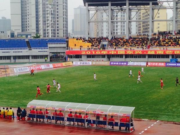 越中足球友谊赛在中国东兴举行 hinh anh 1