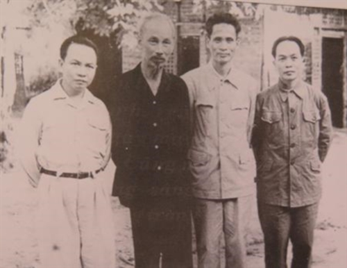 纪念范文同总理诞生110周年:范文同——知识分子出身的革命家 hinh anh 1