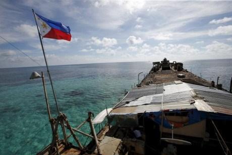 美国和菲律宾谴责中国用军舰在东海有争议地区威胁他国渔船 hinh anh 1