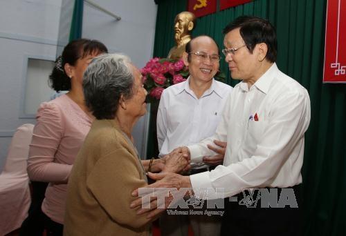 越南国家主席张晋创与胡志明市选民接触 hinh anh 1