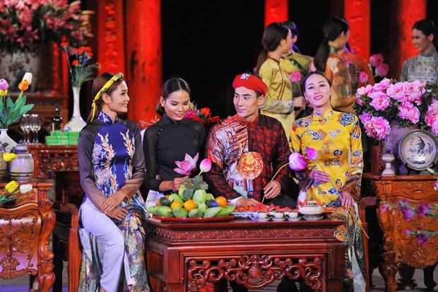 2016年越南长衣文化节 诠释越南女性之美 hinh anh 2