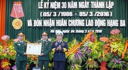 越南国防部军队展览与贸易促进中心三级劳动勋章授勋仪式 hinh anh 1