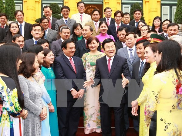 越南国家主席张晋创接见胡志明市古之县政府代表团 hinh anh 1