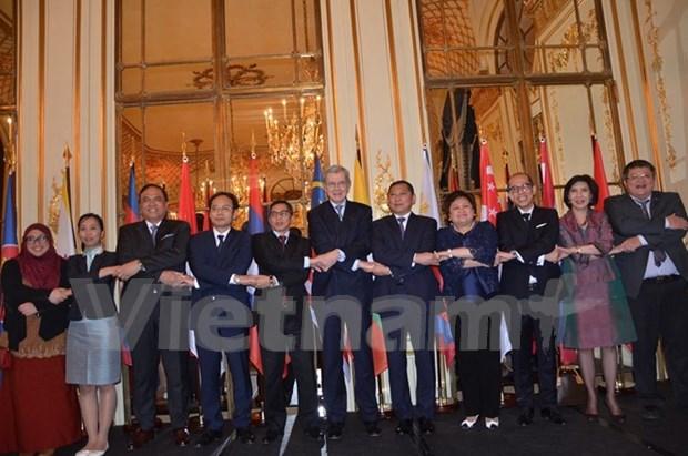 庆祝东盟共同体建成见面会在巴黎举行 hinh anh 1