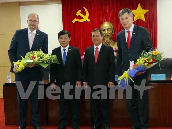 越南平阳省与荷兰法律事务所签署合作协议 hinh anh 1
