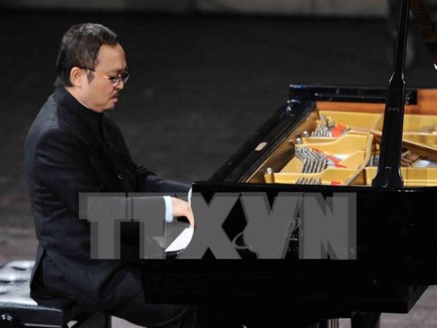 越南人民艺术家邓泰山为观众献上音乐盛宴 hinh anh 1