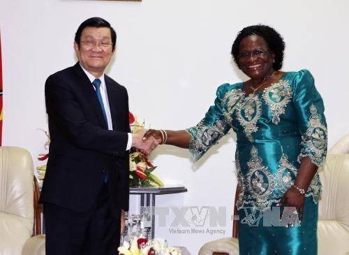 越南国家主席张晋创会见莫桑比克议会议长与解放阵线党秘书长 hinh anh 1
