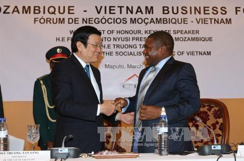 越南国家主席张晋创会见莫桑比克议会议长与解放阵线党秘书长 hinh anh 2