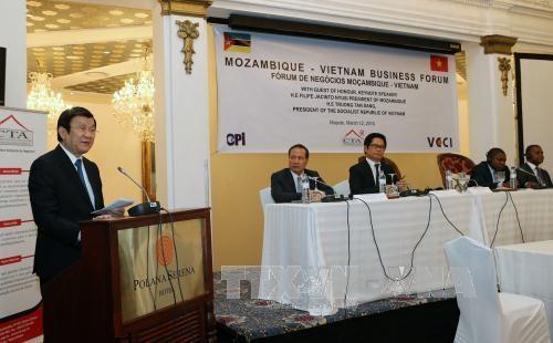 越南国家主席张晋创会见莫桑比克议会议长与解放阵线党秘书长 hinh anh 3
