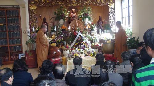 法国洭越寺为越南烈士们举行超度法会 hinh anh 1