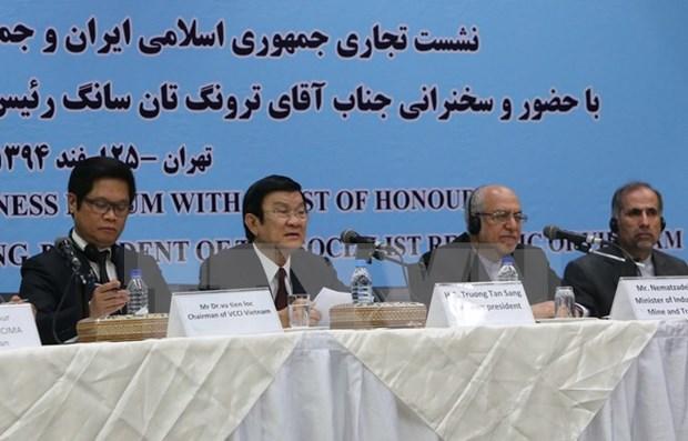 越南国家主席张晋创出席越伊企业论坛 hinh anh 1