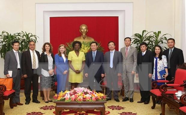越共中央经济部部长王廷惠会见世界银行高级官员 hinh anh 1