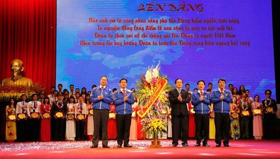 2016年河内85名优秀团支部书记表彰大会举行 hinh anh 1
