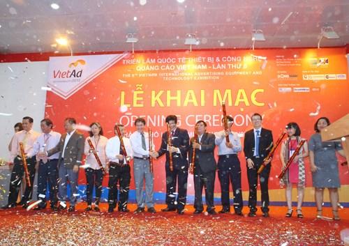 2016年越南国际广告设备与技术展览会在河内开幕 hinh anh 1