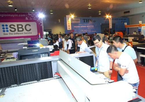 2016年越南国际广告设备与技术展览会在河内开幕 hinh anh 2