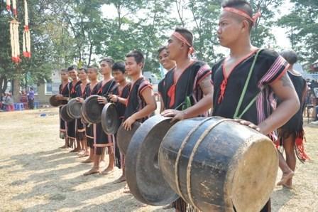 """保护与恢复""""西原锣钲文化空间""""十年总结会议在昆嵩省举行 hinh anh 2"""