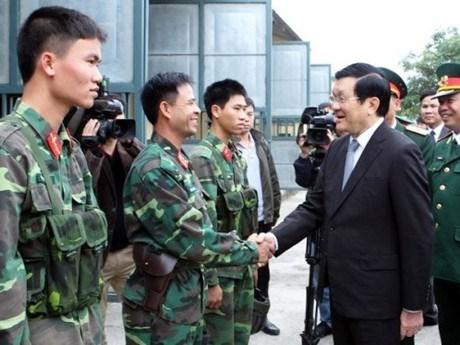 越南国家主席张晋创走访慰问第一军团干部和战士 hinh anh 1