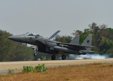 新加坡、泰国和美国的天虎三国空战军演在泰国落幕 hinh anh 1