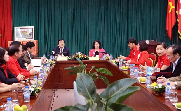 2016年越南红十字协会力争向贫困户赠送100万份春节礼物 hinh anh 1