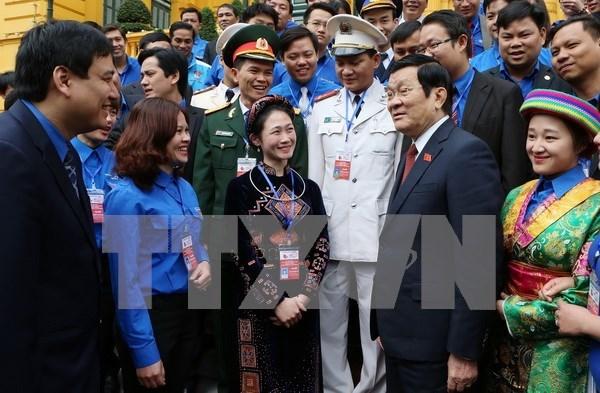 越南国家主席张晋创会见荣获2015年李自重奖的优秀团干部代表 hinh anh 1