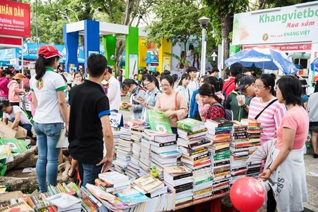 胡志明市图书节落幕 吸引读者100多万人次 hinh anh 1