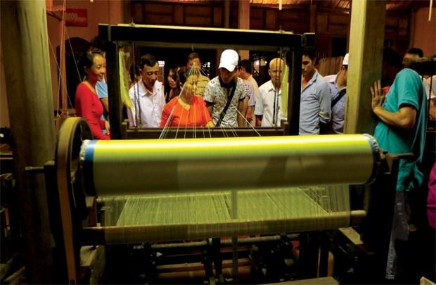 2016年越南亚洲丝绸文化节有助于弘扬丝绸纺织业各文化价值 hinh anh 1