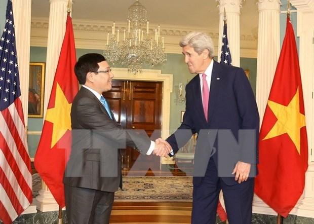 越南政府副总理兼外交部长范平明与美国国务卿约翰·克里举行会谈 hinh anh 1