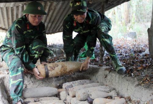 越南全国各省市都遭受炸弹污染 hinh anh 1