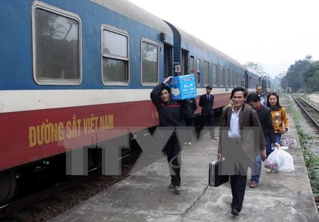 五一国际劳动节期间越南河内铁路运输股份公司的火车票打五折 hinh anh 1