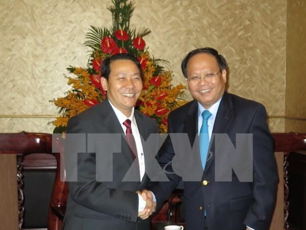 胡志明市委副书记会见老挝赛宋奔省工作代表团 hinh anh 1