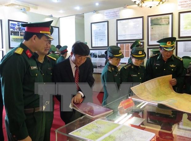 """""""黄沙、长沙归属越南:历史证据和法律依据""""地图资料展在薄辽省举行 hinh anh 1"""