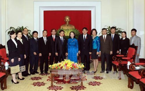 越共中央民运部部长会见老挝人民革命青年团代表团 hinh anh 2
