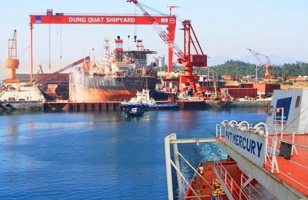 容橘船舶工业公司向Vietsopetro交付一艘多功能驳船 hinh anh 1