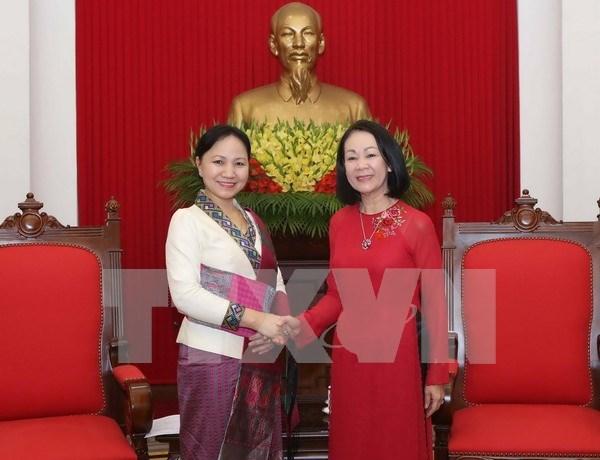 越共中央民运部部长张氏梅会见老挝妇联会代表团 hinh anh 1