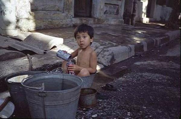 """法国摄影师""""20世纪80年代的越南""""图片展亮相河内 hinh anh 3"""
