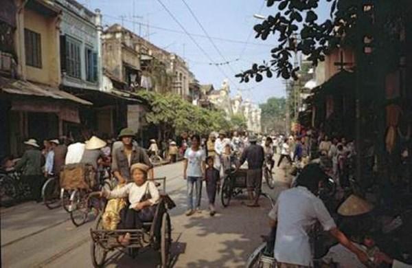"""法国摄影师""""20世纪80年代的越南""""图片展亮相河内 hinh anh 4"""