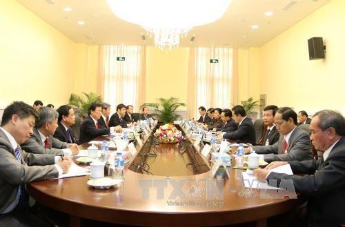 老挝国会主席巴妮·雅陶都会见越南高级代表团 hinh anh 1